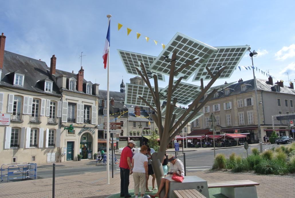 Solar trees, a technological display that brings a new vision